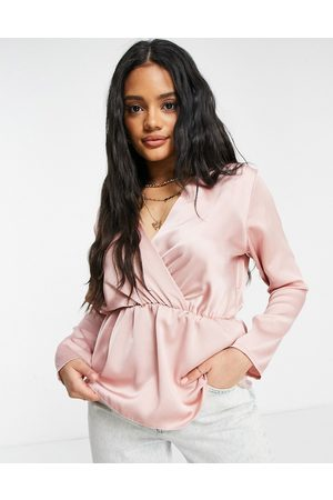 Femme Luxe Satin blouse in blush-Pink