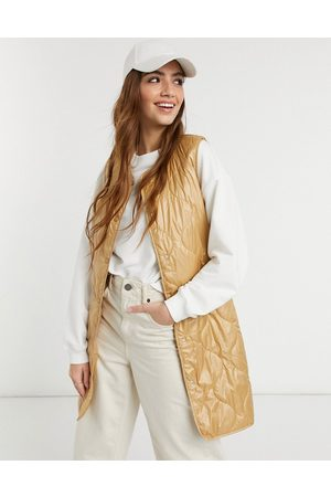 ONLY Quilted longline gilet with button front and belt in camel-Brown