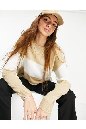 Liquorish Knit jumper in colourblock beige and white-Neutral