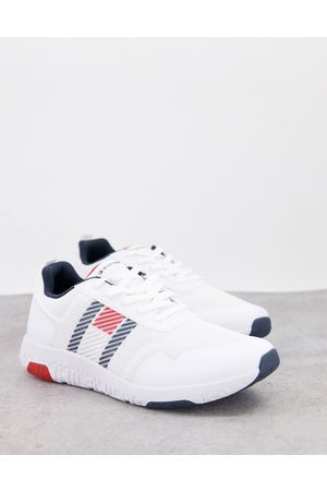 Tommy Hilfiger Lightweight runner trainer with side flag logo in white
