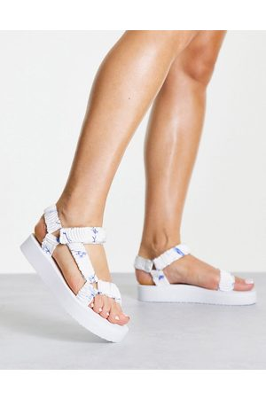 New Look Chunky flatform sandal in white floral