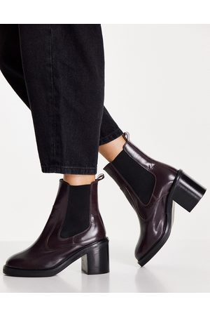 ASOS Runaway leather chelsea boots in burgundy-Red